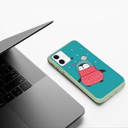 Чехол iPhone 11 матовый Пингвинчик цвета 3D-салатовый — фото 2