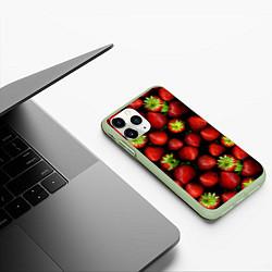 Чехол iPhone 11 Pro матовый Клубничка цвета 3D-салатовый — фото 2