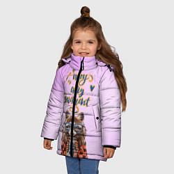 Куртка зимняя для девочки Енот цвета 3D-черный — фото 2