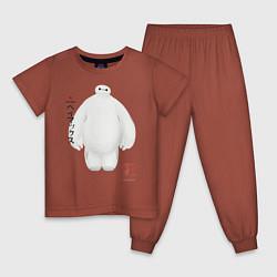Пижама хлопковая детская Бэймакс цвета кирпичный — фото 1