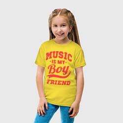 Футболка хлопковая детская Music is my boyfriend цвета желтый — фото 2