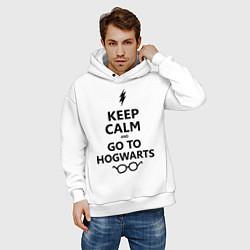 Толстовка оверсайз мужская Keep Calm & Go To Hogwarts цвета белый — фото 2