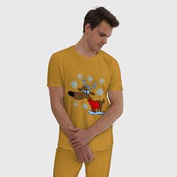 Пижама хлопковая мужская Олень в снегу цвета горчичный — фото 2