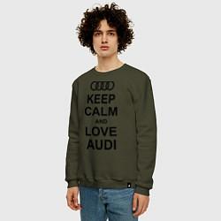 Свитшот хлопковый мужской Keep Calm & Love Audi цвета хаки — фото 2