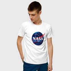 Футболка хлопковая мужская NASA: Cosmic Logo цвета белый — фото 2