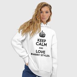 Толстовка оверсайз женская Keep Calm & Love Harry Styles цвета белый — фото 2